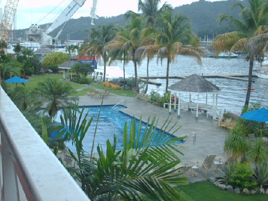 Crews Inn Hotel & Yachting Centre : Inviting Pool