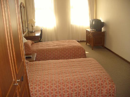 Himawari Hotel Apartments: second bedroom