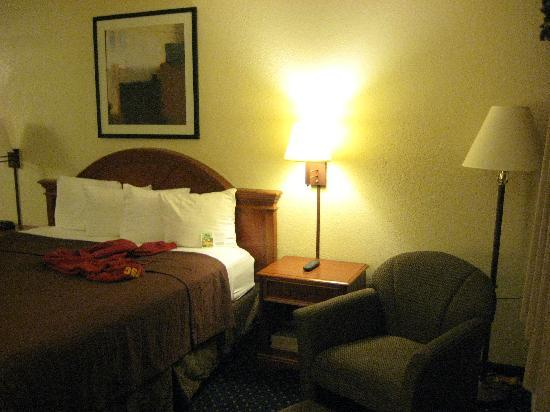 BEST WESTERN Poway/San Diego Hotel : king bed room with sofa
