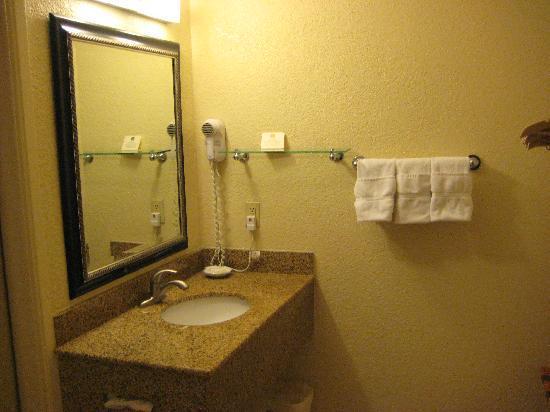 Best Western Poway/San Diego Hotel: bathroom