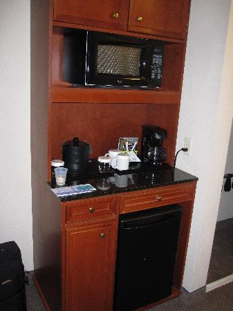 Hilton Garden Inn Ontario / Rancho Cucamonga: Microwave//Mini-Fridge