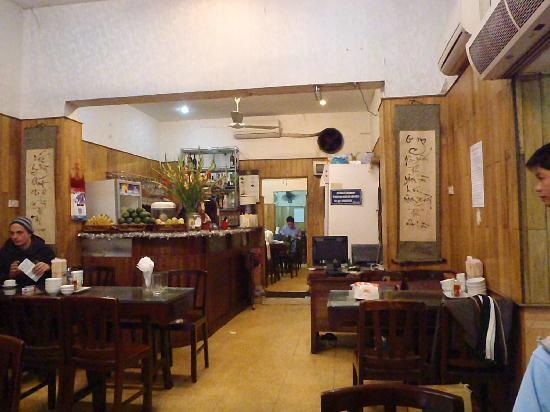 New Day Restaurant: the restaurant early in the morning, just opened, ready for Pho Bo.. yummy