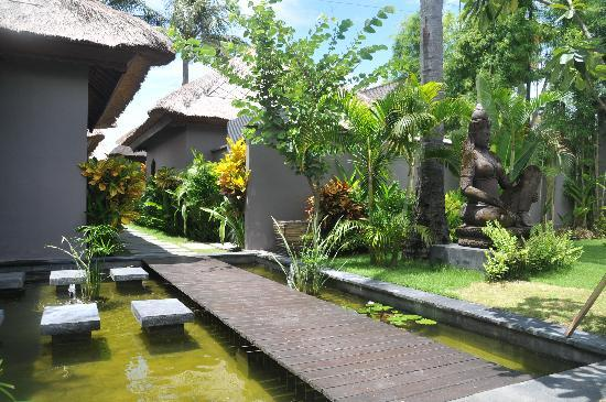 Indiana Kenanga Villas: Entrance to resort area