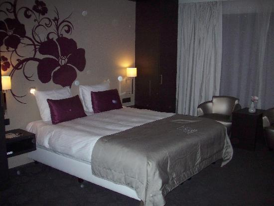 Van der Valk Hotel Brugge-Oostkamp: The bedroom - gorgeous!