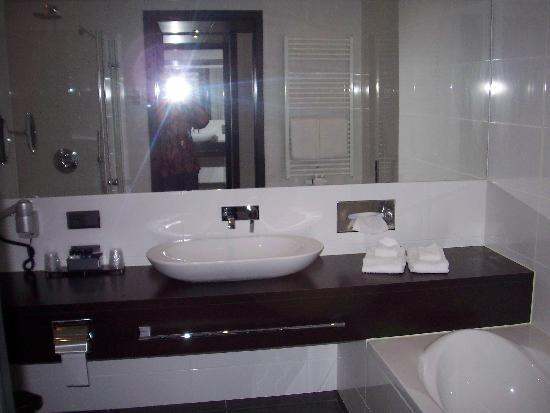 Van der Valk Hotel Brugge-Oostkamp: Lovely bathroom