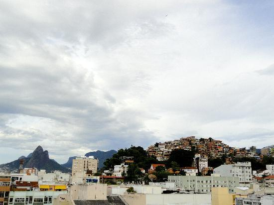 South American Copacabana Hotel: View from the hotel, mountains and favelas