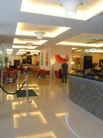Diamond Suites & Residences: nice lobby