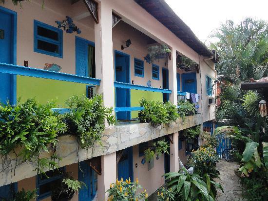 Pousada Colibri : Entrance to hotelrooms