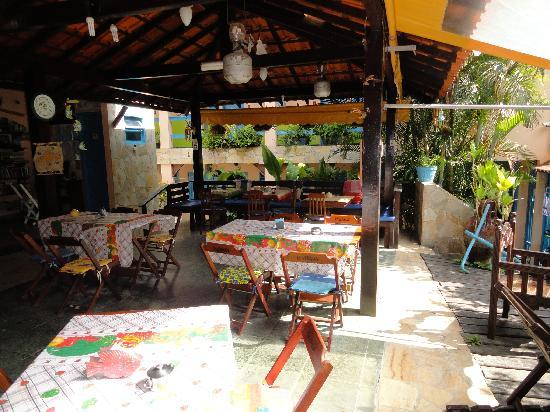 Pousada Colibri : Breakfastroom and bar