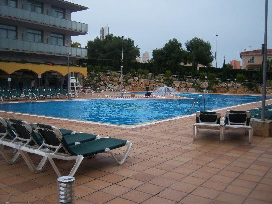 Hotel Mediterraneo Benidorm: the pool area