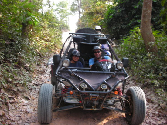 Cambodia Buggy Adventures: a narrow passage