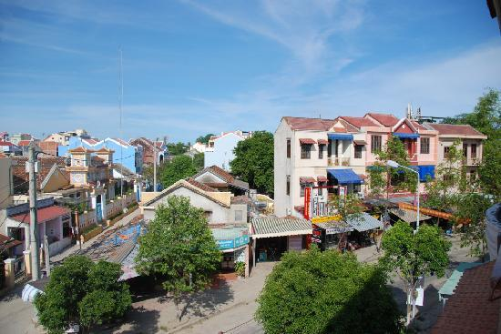 Nhi Trung Hotel: view from balcony