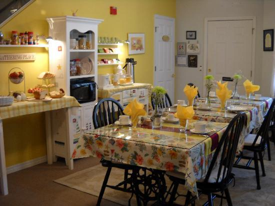 Ibis Bed & Breakfast: guest dining room