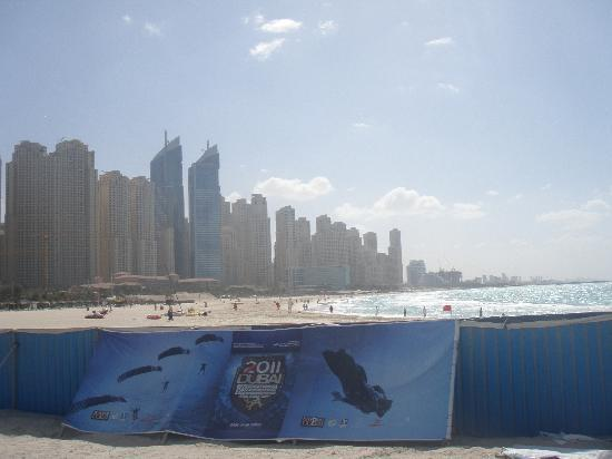 Dubai, United Arab Emirates: Skyline beim Jumeirah Beach