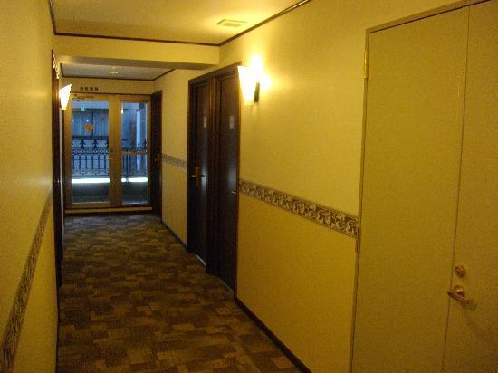 Toyoko Inn Nihonbashi Zeimusho-mae: 入り口から撮影