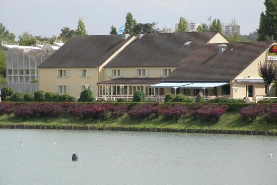 Logis Hôtel des Lacs : hotel au bord du lac de viry chatillon