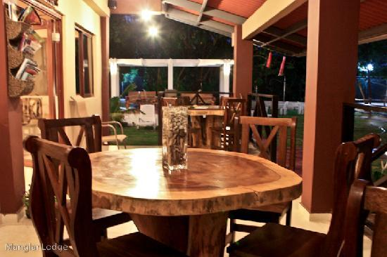 manglar lodge our all natural tables