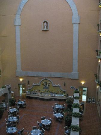 Silao, Mexiko: breakfast buffet in atrium