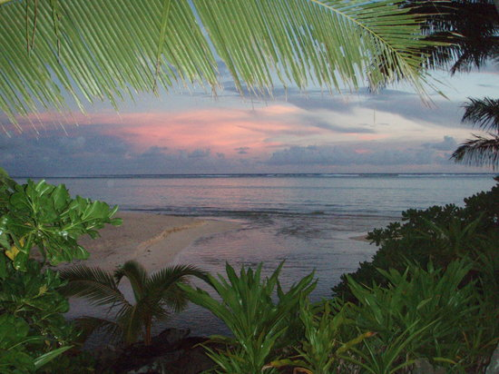 Titikaveka, Islas Cook: Lagoon sunset from Beachfront Villa3