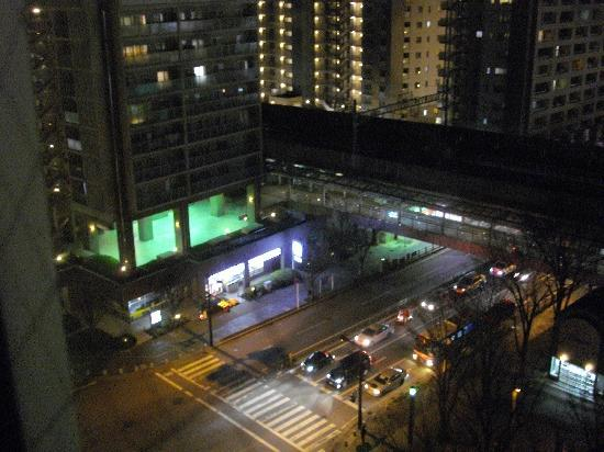 APA Hotel Chiba Yachiyo Midorigaoka: 部屋から近くのコンビニが見えます。
