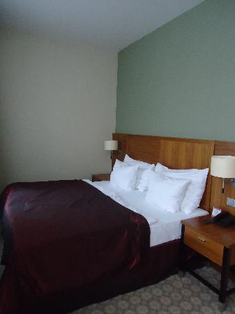 Silenzio Hotel: Amazing bed
