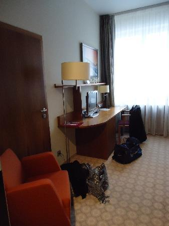 Silenzio Hotel: Desk & Tv etc