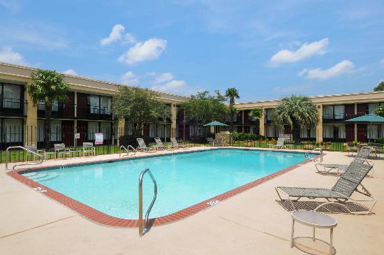 Americas Best Value Inn: Pool View