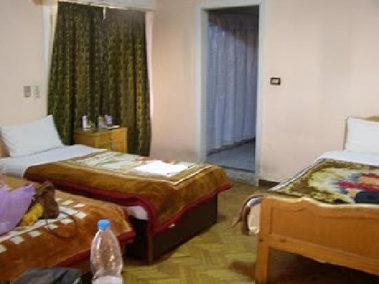 Isis Hotel: our room, included private bathroom