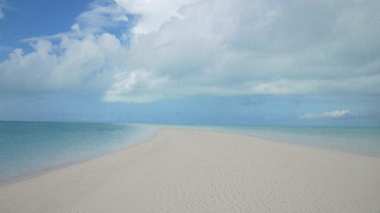 Great Exuma: Sandbar in the middle of the ocean!