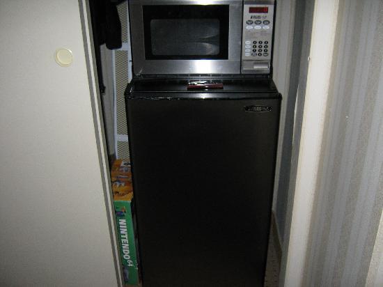 Quality Hotel & Suites: Micro-ondes et réfrigérateur