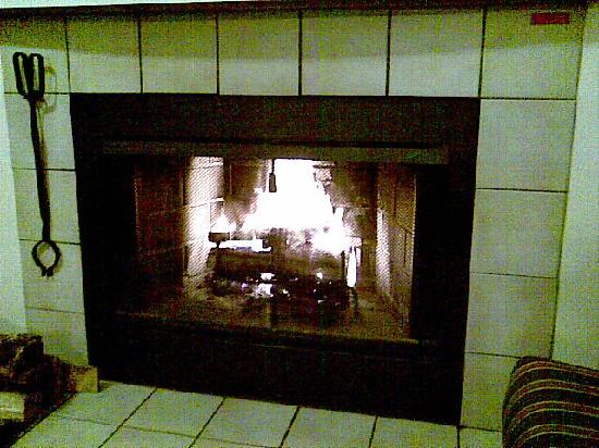 Residence Inn St. Louis Galleria: real fireplace