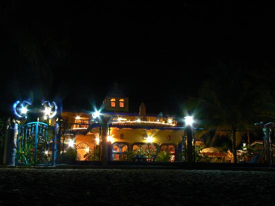Los Ayala, Mexico: Casa Contenta, Beautiful at Night
