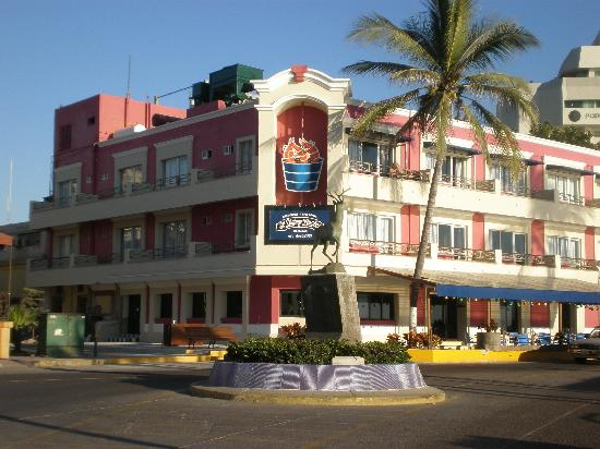 Hotel la Siesta: Remodeled the outside