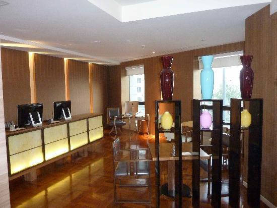 Les Suites Orient, Bund Shanghai: Computer area