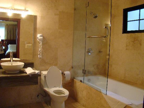 Isabella Boutique Hotel : Marble bathroom
