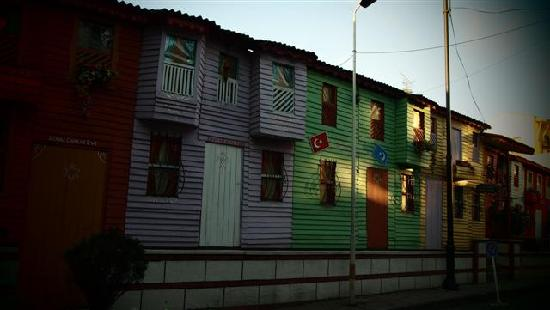 Turkey: Houses in Istanbul