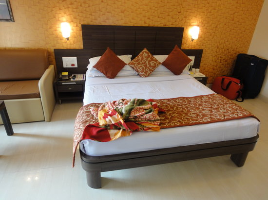 Saket Plaza: Queen's Room (Bed)