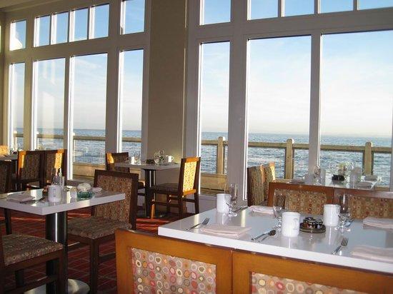 C restaurant + bar : morning setting