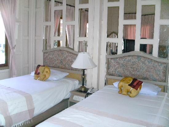Cha-Am Methavalai Hotel: เตียงคู่