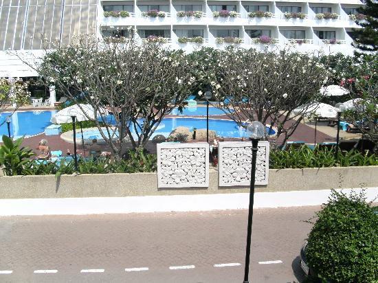 Cha-Am Methavalai Hotel: สระว่ายน้ำ