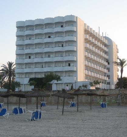 Hipotels Hipocampo Playa Hotel: Hotel vom Strand aus gesehen