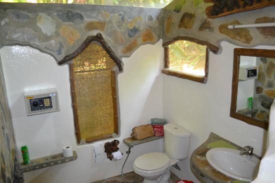 Elephant Hills Tented Camp : En-suite shower room