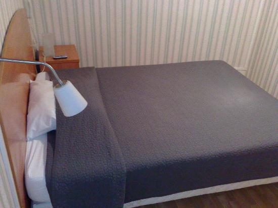Hotel le Saint-Joseph : chambre avec douche, vue 1