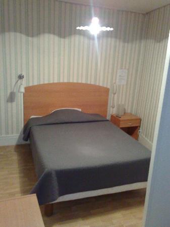 Hotel le Saint-Joseph : chambre avec douche, vue 3