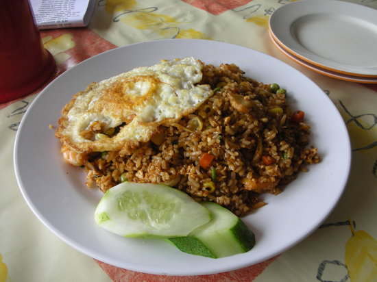 Bintan Island, Endonezya: カフェヘロヘロのナシゴレン