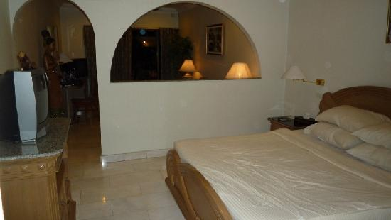 Copa Pattaya: Bedroom, photo taken from the bathroom