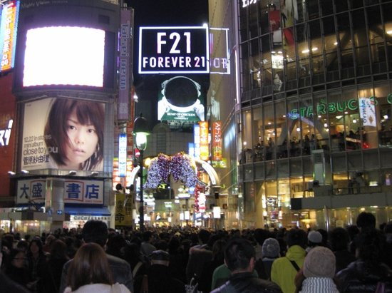 渋谷スクランブル交差点からのセンター街入り口