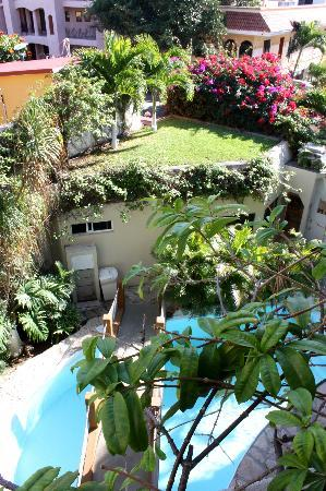 Hotel Labnah: The pool from my balcony