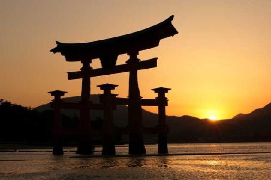 厳島神社, 夕焼けの大鳥居