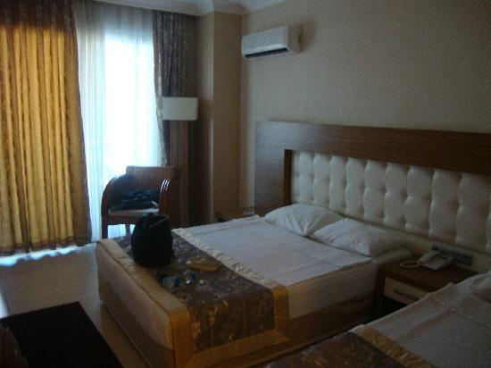 Grand Zaman Garden Hotel: the bed